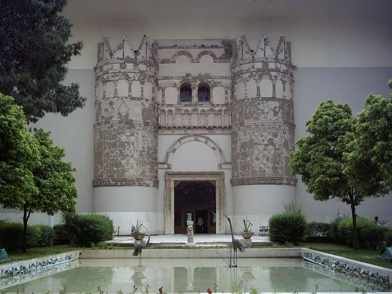 واجهة المتحف الوطني في دمشق