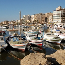 800px-Boats_on_Tartus_boat_harbor